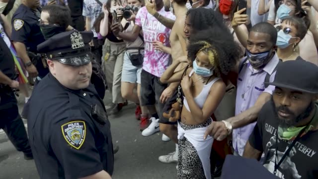 new york police clash with gay pride and black lives matter protesters outside manhattan's washington square park around 430 pm shortly after the... - 対決点の映像素材/bロール