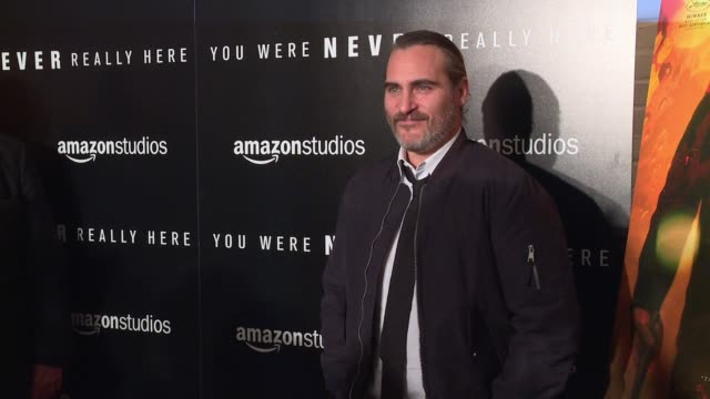 vídeos de stock, filmes e b-roll de clean new york premiere of amazon studios' you were never really here at metrograph on april 03 2018 in new york city - estreia
