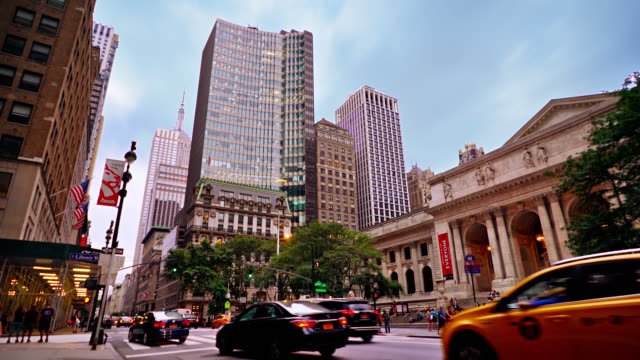new york public library. empire state building. 5th avenue. - prachtstraße stock-videos und b-roll-filmmaterial