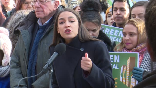 vídeos de stock, filmes e b-roll de new york representative alexandria ocasiocortez tells supporters at a press conference to jointly introduce a green new deal for public housing with... - legislação