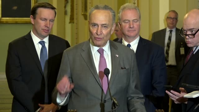 stockvideo's en b-roll-footage met new york senator chuck schumer answers a reporter question minutes after president donald trump announced the us withdrawal from the iran nuclear... - geallieerde mogendheden