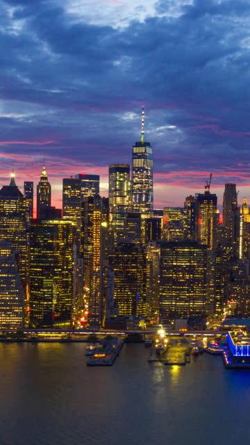 new york skyline bei twilight - hoch allgemeine beschaffenheit stock-videos und b-roll-filmmaterial