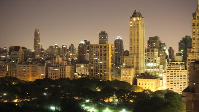 new york wolkenkratzer und central park-timelapse - central park manhattan stock-videos und b-roll-filmmaterial