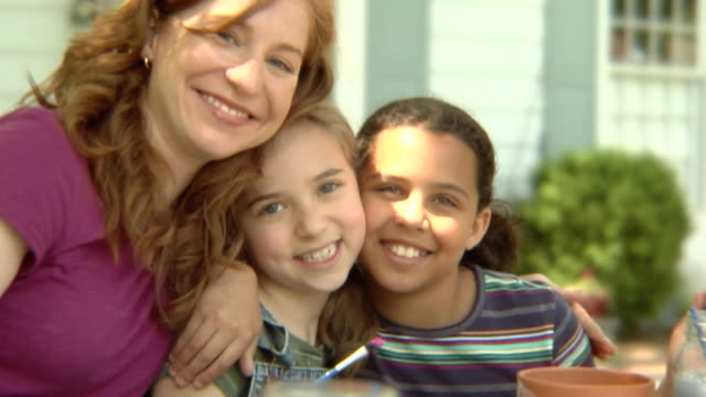 stockvideo's en b-roll-footage met cu, usa, new york state, bedford hills, woman hugging with two girls (6-9 years) outdoors, portrait - 6 7 years