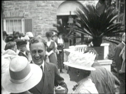 new york state senator franklin d roosevelt greets visitors outside his hyde park home in 1913 - 1913 stock-videos und b-roll-filmmaterial