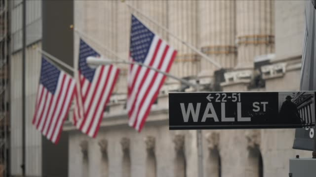 stockvideo's en b-roll-footage met new york stock exchange and wall street - wall street lower manhattan