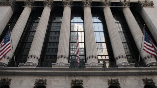 New York Stock Exchange - establishing shot - New York City - establishing shot - summer 2016 - 4k