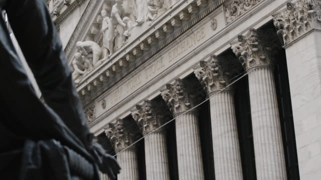 new york stock exchange - establishing shot - new york city - establishing shot - summer 2016 - 4k - western script stock videos & royalty-free footage