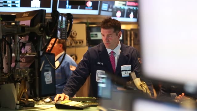 new york stock exchange nyse traders economy wall st new york stock exchange traders on june 03 2013 in new york new york - new york stock exchange stock videos & royalty-free footage