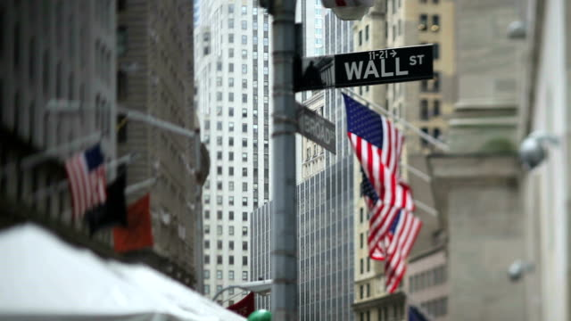 stockvideo's en b-roll-footage met new york stock exchange (tilt shift lens) - wall street lower manhattan