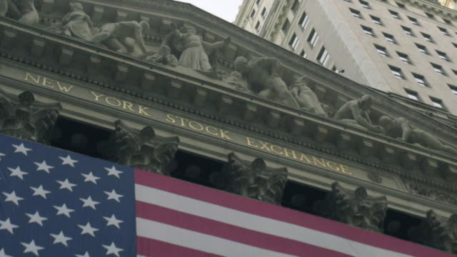 vídeos de stock, filmes e b-roll de new york stock exchange - figura masculina