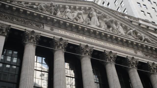 new york stock exchange - wall street - establishing shot - exterior - new york city - summer 2016 - 4k - western script stock videos & royalty-free footage