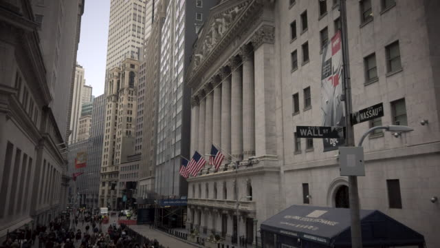 new york stock exchange wall street - economia video stock e b–roll