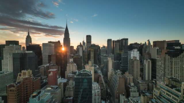 vídeos de stock, filmes e b-roll de new york sunset time lapse. - silhueta urbana
