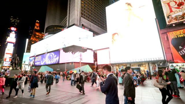 new york times square, time lapse panorama a 360 - proiezione evento pubblicitario video stock e b–roll