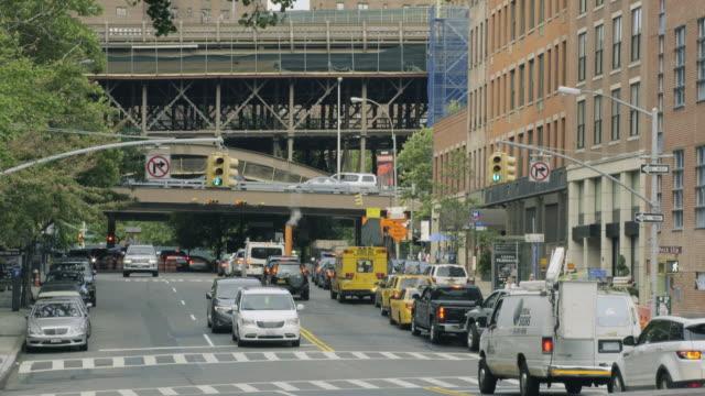 vídeos y material grabado en eventos de stock de new york traffic - manhattan bridge