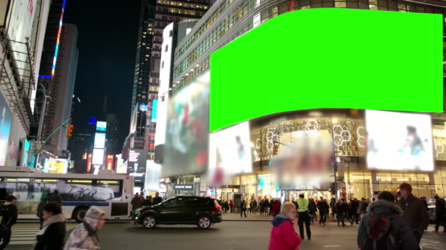 vídeos de stock e filmes b-roll de new york winter time square chromakey people crowd green screen - billboard