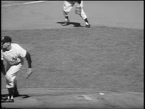 new york yankee don larsen pitching a 'perfect game' in game 5 of the world series / nyc / newsreel - ニューヨーク・ヤンキース点の映像素材/bロール