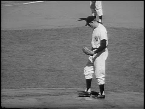 vídeos y material grabado en eventos de stock de new york yankee don larsen preparing to pitch a 'perfect game' in game 5 of the world series / nyc - uniforme de béisbol