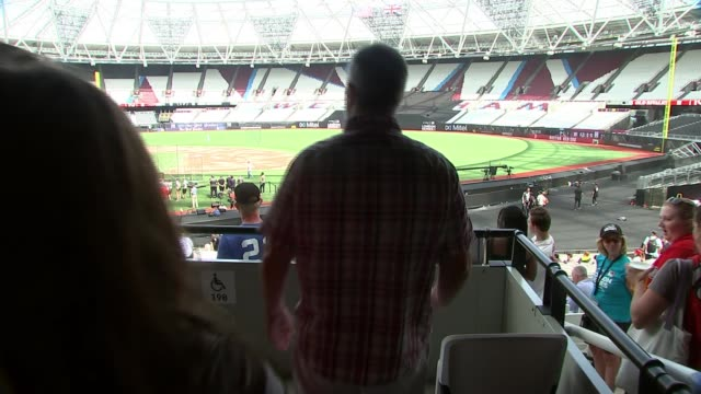 new york yankees and boston red sox prepare for mlb london series england london stratford the london stadium int marc smilow with son and daughter... - ロンドン ストラトフォード点の映像素材/bロール
