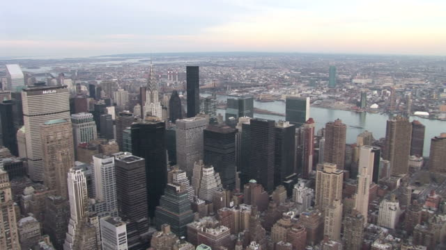 stockvideo's en b-roll-footage met new yorkchrysler building and metlife building in new york united states - metlife building