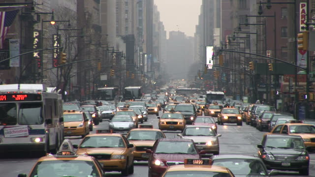 new yorkcity street with taxis in new york united states - gelbes taxi stock-videos und b-roll-filmmaterial