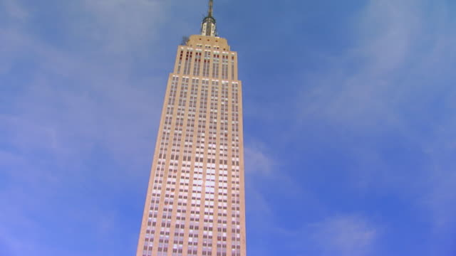 new yorkempire state building (skyscraper in new york) - empire state building video stock e b–roll