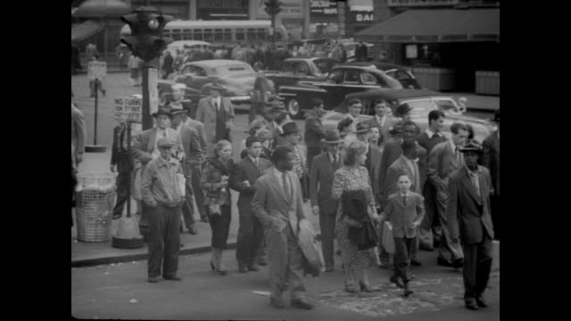 1948 new yorkers cross fifth avenue traffic, nyc - 1948 stock-videos und b-roll-filmmaterial