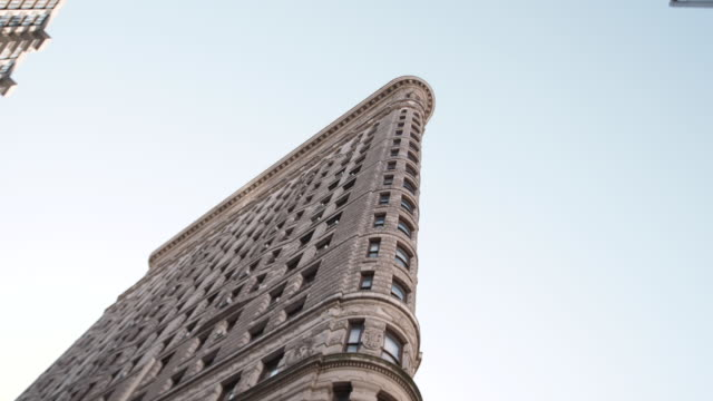 new york's flatiron building on a warm autumn afternoon. - flatiron building manhattan stock videos and b-roll footage