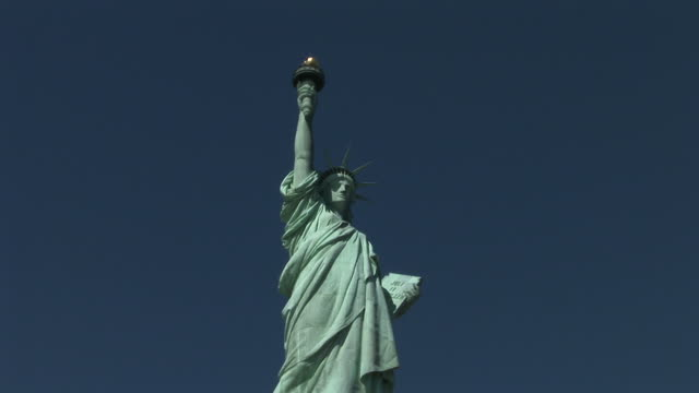 new yorkstatue of liberty in new york united states - female likeness stock videos & royalty-free footage