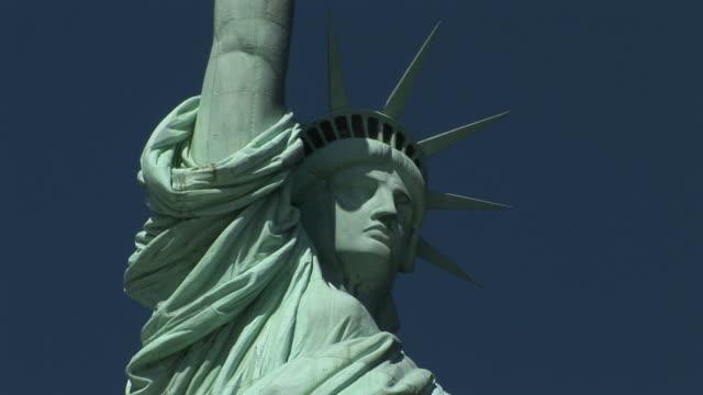 new yorkstatue of liberty in new york united states - 自由の女神点の映像素材/bロール
