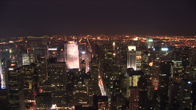 stockvideo's en b-roll-footage met new yorktop view of metlife building at magic hour in new york united states - metlife building