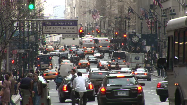 new yorktraffic at rush hour in new york united states - fahrradtaxi stock-videos und b-roll-filmmaterial