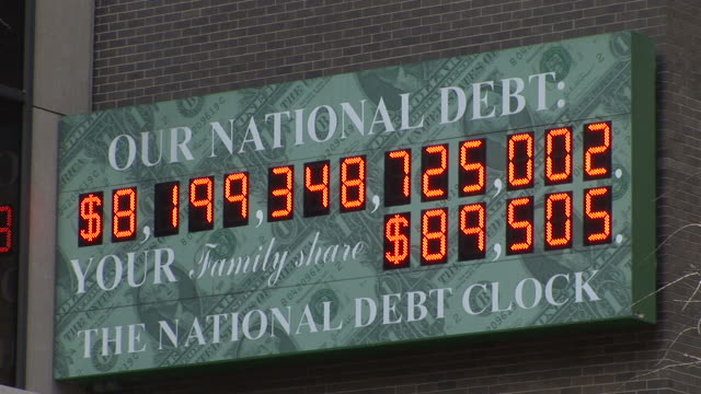 new yorkview of national debt clock at magic hour in new york united states - statsskuldklockan bildbanksvideor och videomaterial från bakom kulisserna