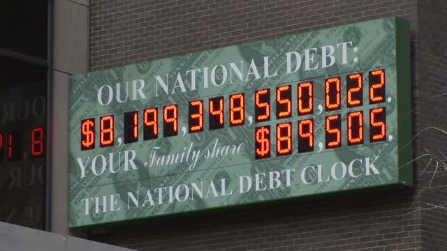 new yorkview of national debt clock in new york united states - statsskuldklockan bildbanksvideor och videomaterial från bakom kulisserna