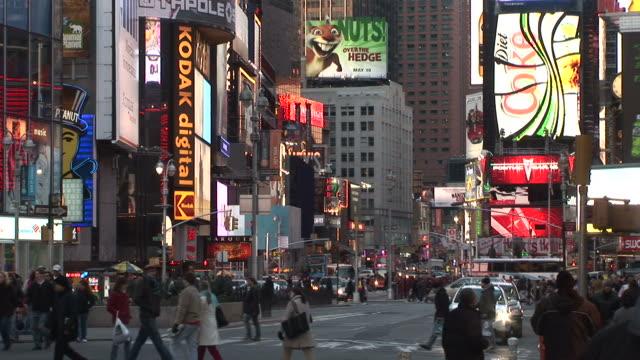 vídeos y material grabado en eventos de stock de new yorkview of times square in new york united states - diet coke