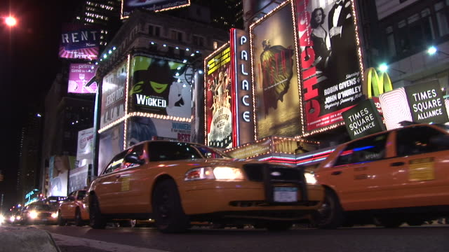 new yorkview of traffic and signs in new york united states - gelbes taxi stock-videos und b-roll-filmmaterial