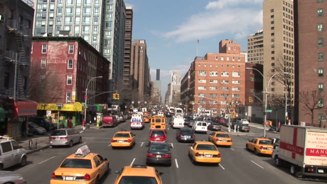 stockvideo's en b-roll-footage met new yorkview of traffic in new york united states - onbekend geslacht