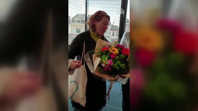 new zealand citizen living in netherlands condoles with people and presents flowers at utrecht central mosque in utrecht netherlands on march 17 2019... - utrecht stock videos and b-roll footage