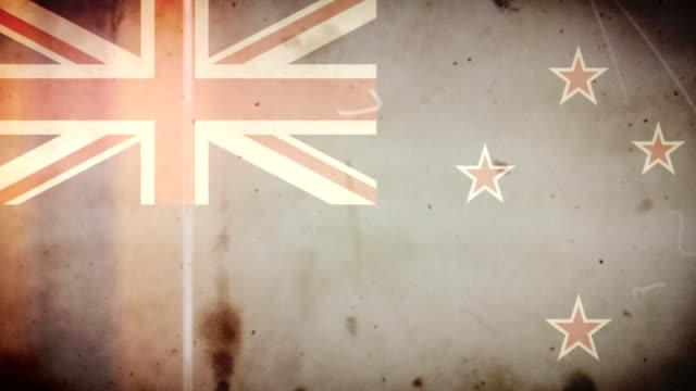 vídeos de stock e filmes b-roll de bandeira da nova zelândia-grunge velho filme loop com áudio - fuga de luz