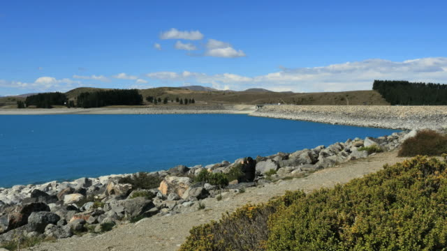 new zealand lake pukaki dam - new zealand点の映像素材/bロール