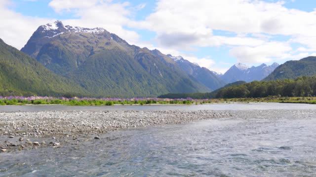 ニュージーランド山 - 夏休み点の映像素材/bロール
