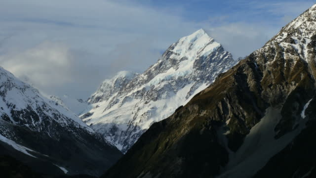 new zealand mt cook peak rising - new zealand southern alps stock videos & royalty-free footage