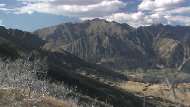 new zealand. south island. the southern alps, near wanaka. - new zealand stock-videos und b-roll-filmmaterial
