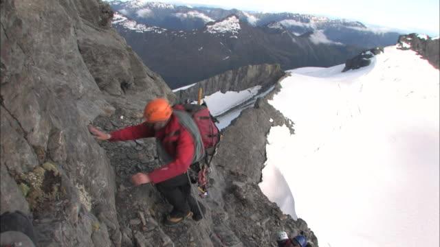 vídeos de stock, filmes e b-roll de new zealand; southern alps; mount. aspiring - corda de escalada