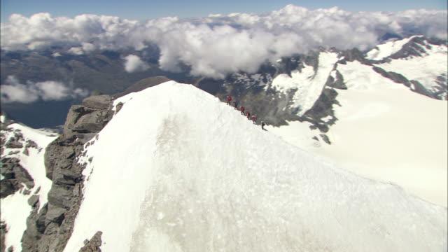 vidéos et rushes de new zealand; southern alps; mount. aspiring - crête montagne