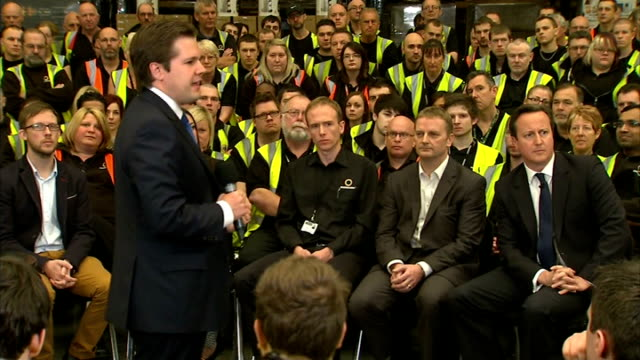 vídeos de stock, filmes e b-roll de david cameron hosts pm direct with knowhow employees in newark; england: nottinghamshire: newark: knowhow warehouse: int robert jenrick , david... - prime minister