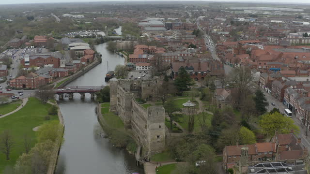 newark castle newark-on-trent tracking left to right reveal interior - boundary stock videos & royalty-free footage