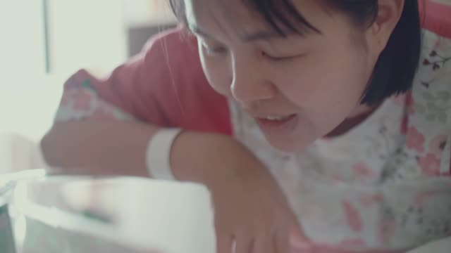 newborn baby in hospital crib - 0 1 months stock videos & royalty-free footage