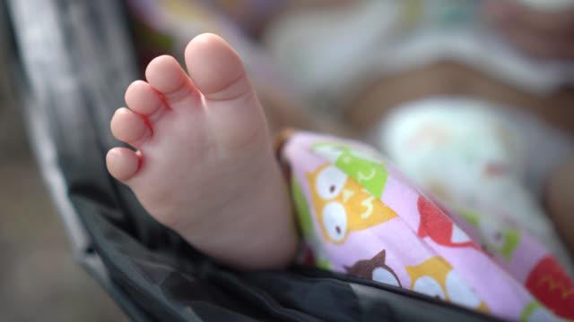 Pasgeboren baby's voeten.